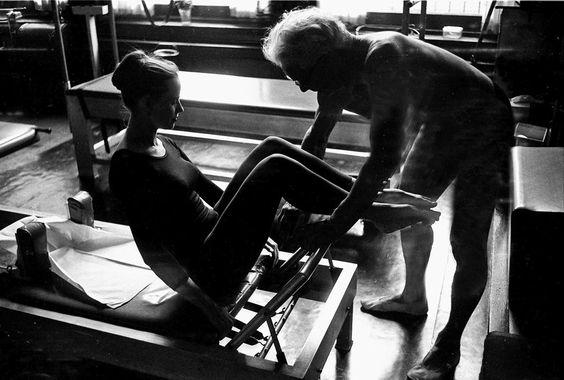 Joseph Pilates et une élève